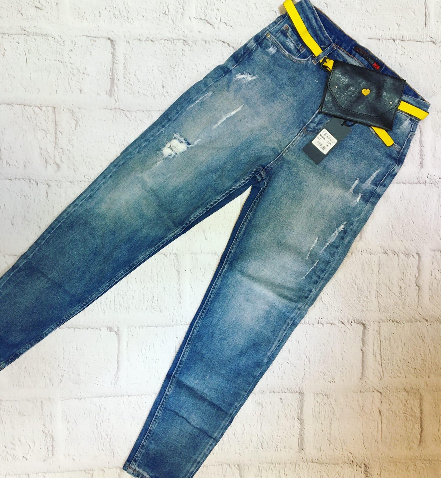 Модные женские джинсы .