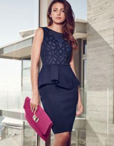 Платье в футлярном стиле из новой коллекции.